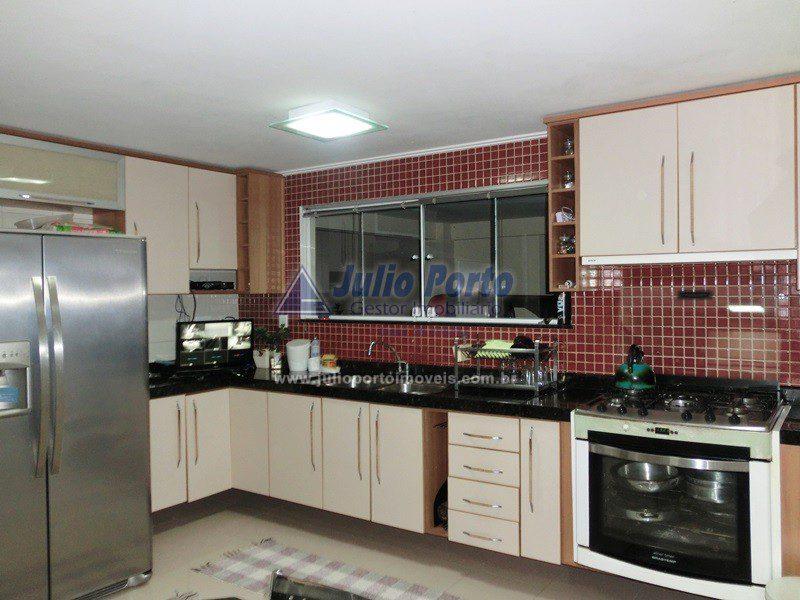 Ampla Cozinha com Móveis Planejados