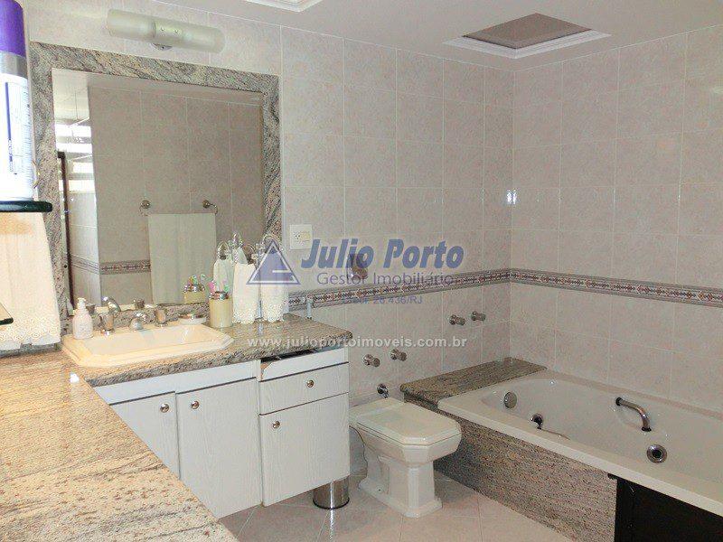 Amplo Banheiro com Hidromassagem