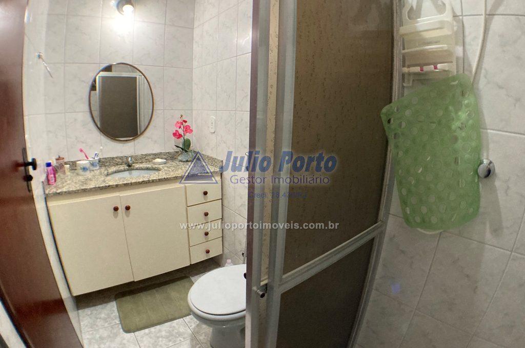 Banheiro do 2º andar pode servir como suíte.